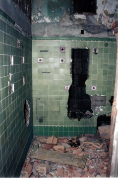 The only bathroom with this kind of tilework - Photo from CaponeFanClub.com